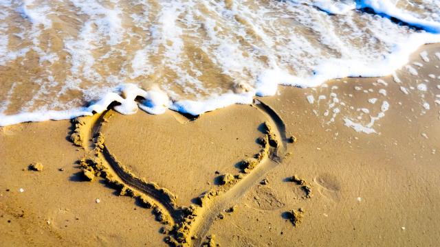 sand heart at the beach, Nikon D5100
